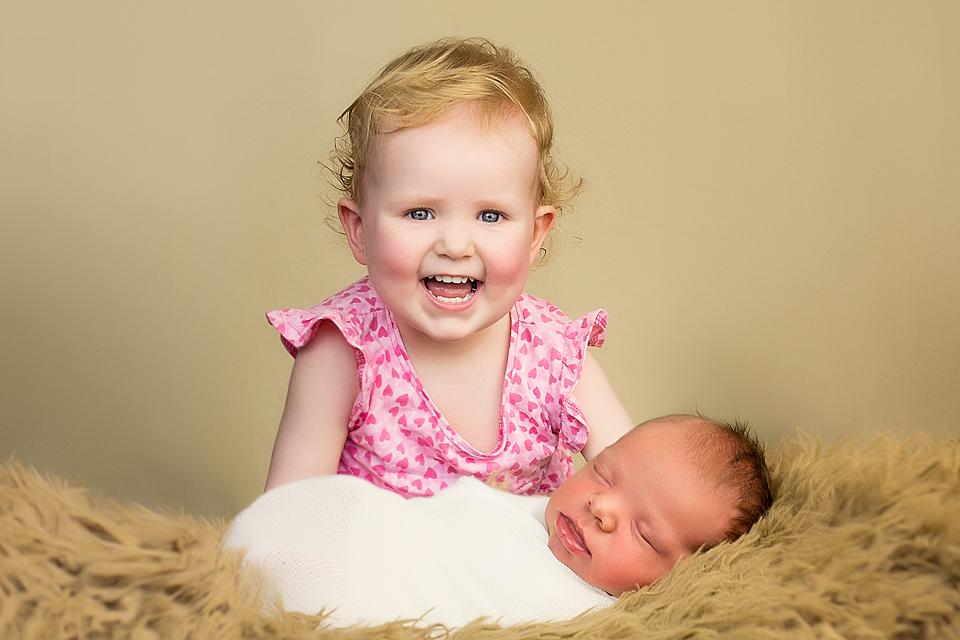 BabyFotos Geschwesterbilder in Fotostudio Bergheim